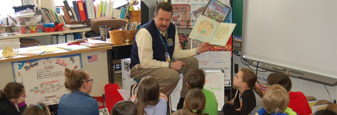 Guest Reader Superintendent Dr. Jim Lloyd at Falls-Lenox Primary School